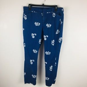 Old Navy Denim Blue Floral Pixie Cropped Pants 12